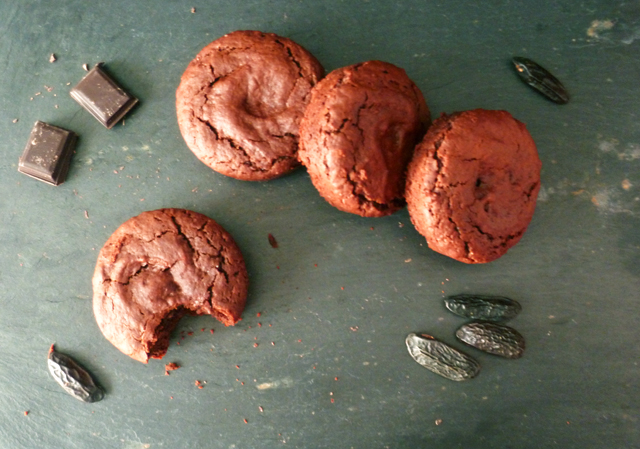 Preciously Me blog : Chocolate & Tonka Bean Soft Biscuits
