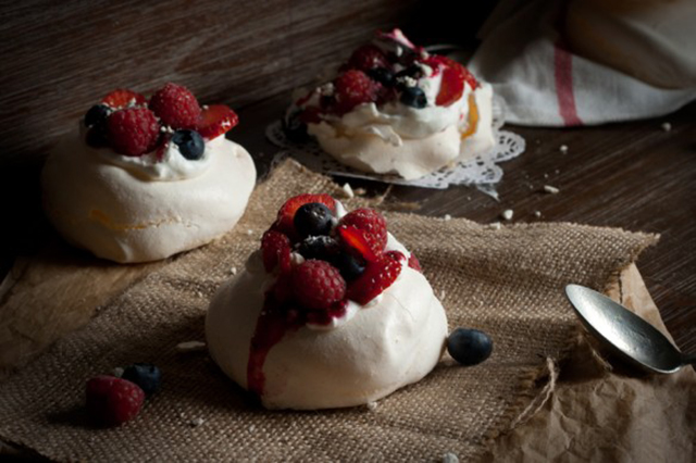 Preciously Me blog : Pavlova fruits rouges