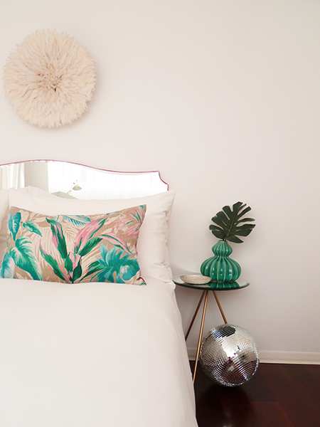 Preciously Me blog : DIY - Mirror Headboard