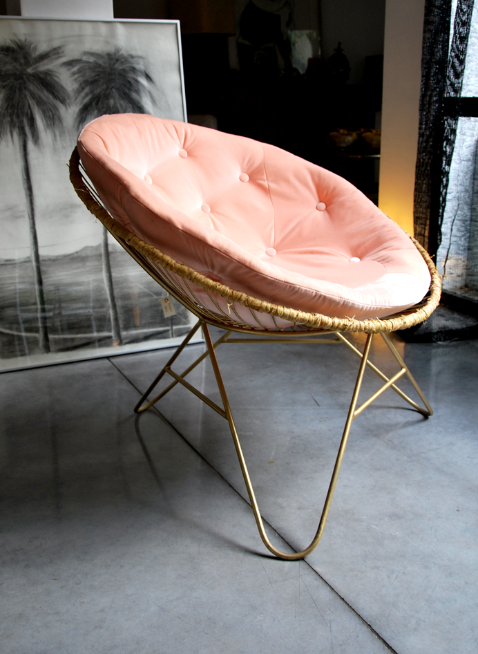 Preciously Me blog : Coup de Coeur Honoré Déco - Round chair in Pink and Gold